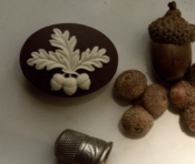 Acorns & Oaks Needle Minder