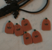 Small Squiggle Mouth Pumpkin Button
