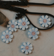 Susan's Small Daisy Button